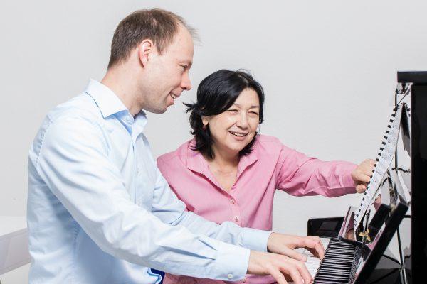 Inoyat Khusanova unterrichtet