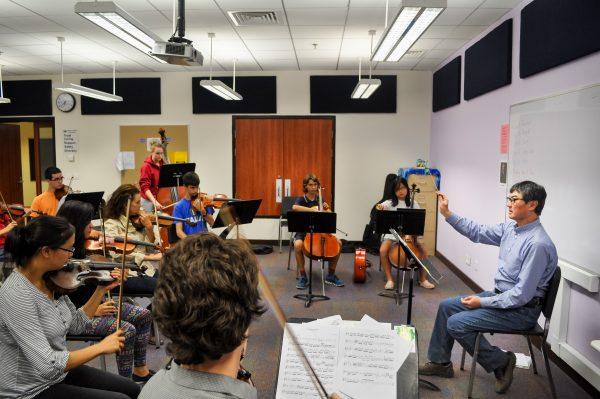 Vladimir Shim dirigiert in Musikschule Essen